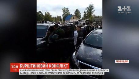На Рівненщині більше сотні селян перешкодили проведенню обшуку у депутата райради