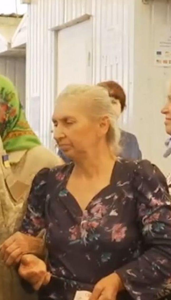 В прифронтовой Марьинке гражданские жители круглосуточно чувствуют обстрелы боевиков