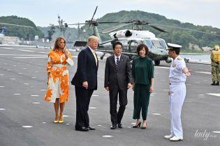 В яскравому аутфіті та з зіпсованою вітром укладкою: новий вихід Меланії Трамп в Японії