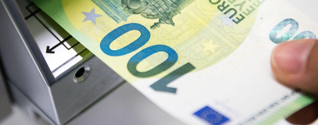 Євро впав нижче 27 гривень, а долар досягнув мінімального значення у цьому році: курс на 23 вересня