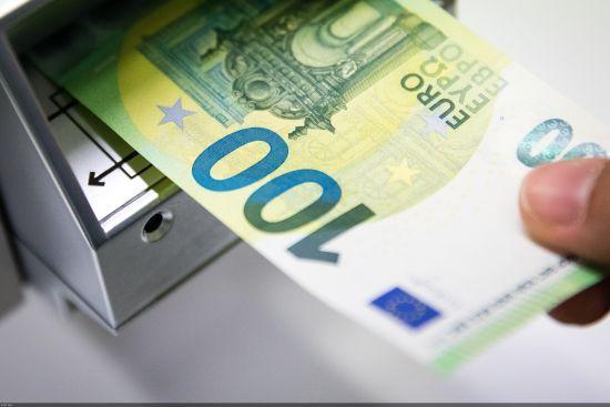 У країнах Європи вводять в обіг нові купюри євро