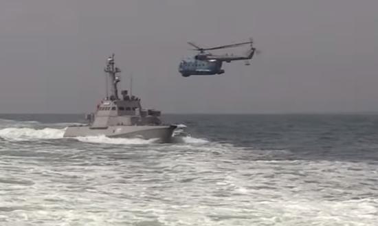 Українські військові в Азовському морі провели навчання з використанням артилерії
