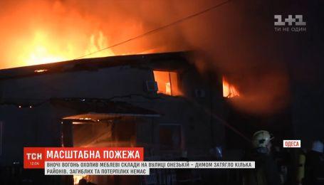 Ночной пожар на мебельных складах произошел в Одессе