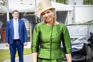 Вся в изумрудах и в забавной шляпе: новый светский выход королевы Максимы