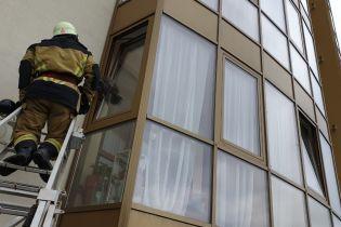 Более 40 жителей Ужгорода звонили спасателям из-за застрявшего кота