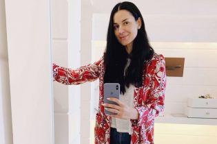 В яскравому халаті і мюлях: Маша Єфросиніна відпочиває на Капрі