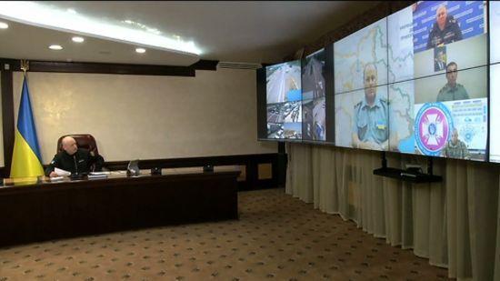 Турчинов та екс-речник Порошенка відреагували на відео Данилюка з порожньою ситуативною кімнатою