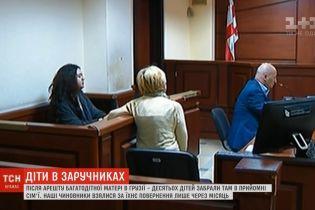 Арестованной в Грузии многодетной украинке суд продлил арест