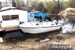 В Киеве у мужчины угнали катер