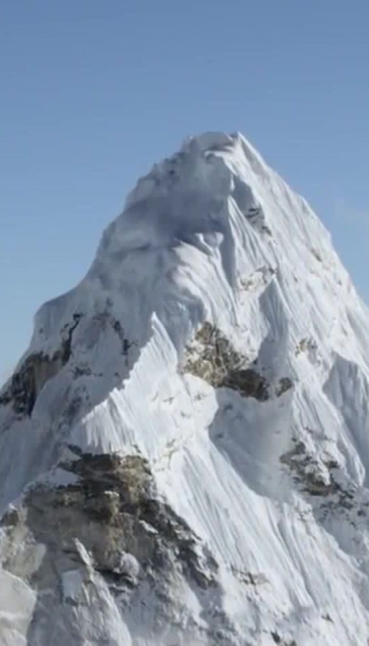 Очереди в зону смерти: почему на вершине Эвереста массово гибнут люди