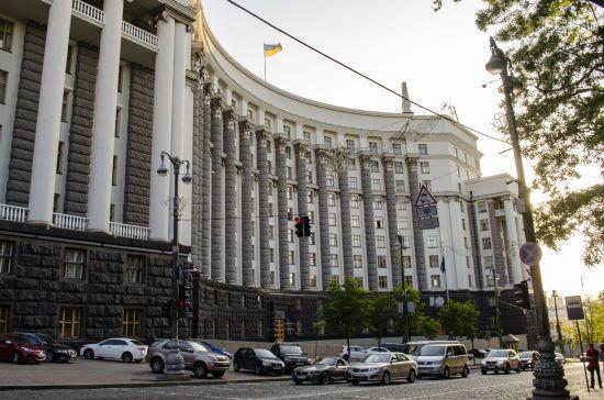 Кабмін просить Зеленського звільнити голів ОДА