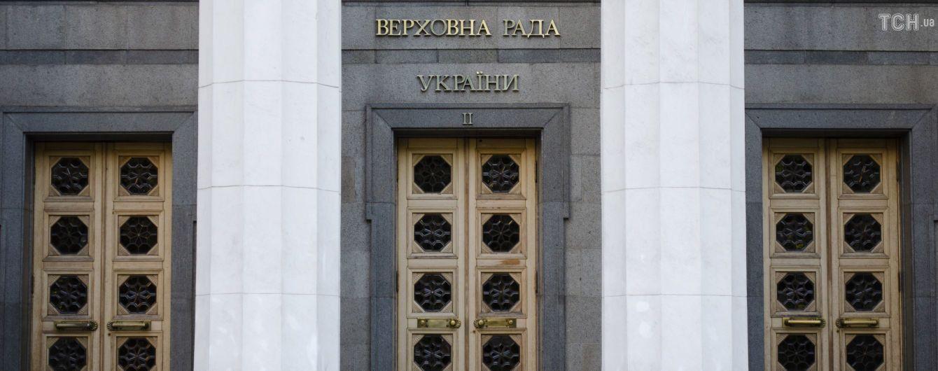 Партии Зеленского и Вакарчука наращивают поддержку перед выборами в Раду