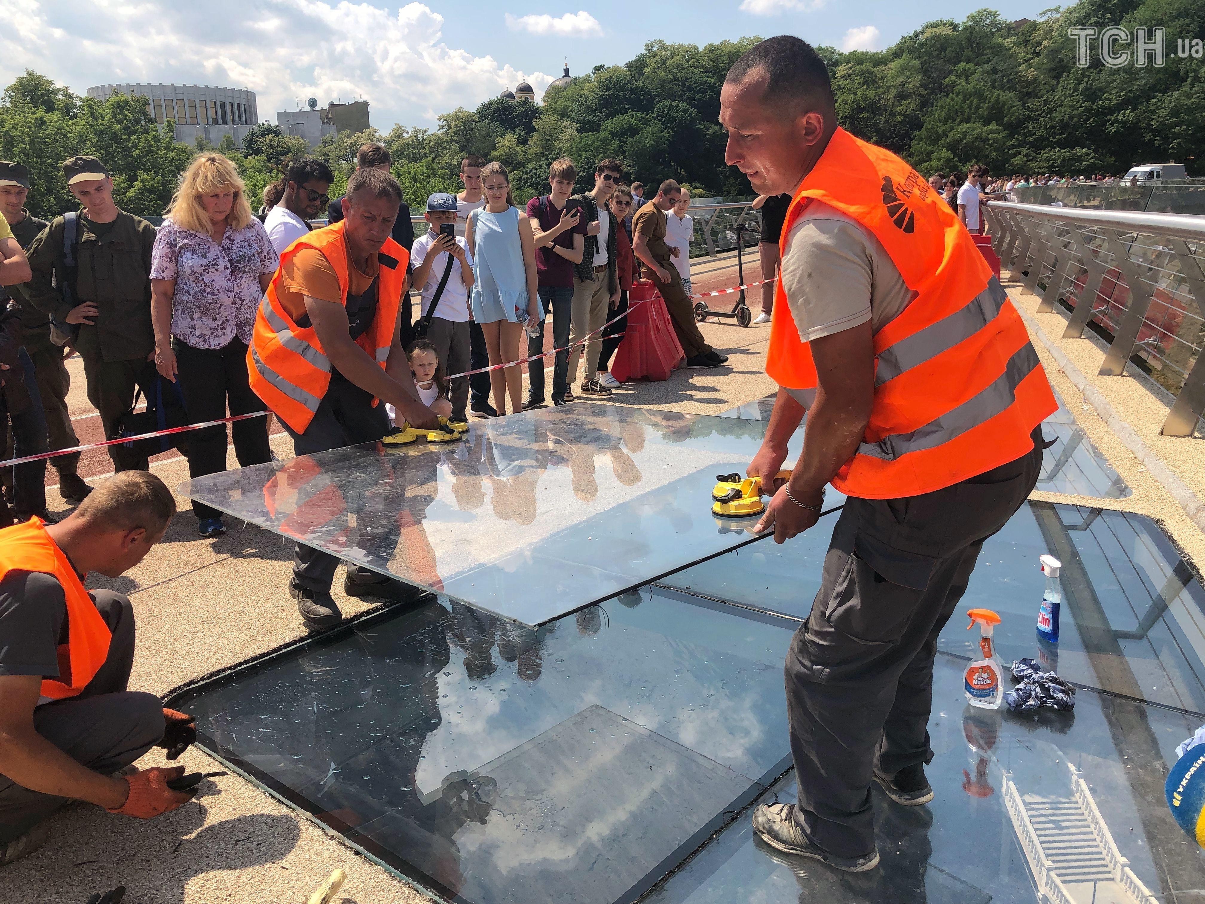 заміна скла на мосту у Києві 4