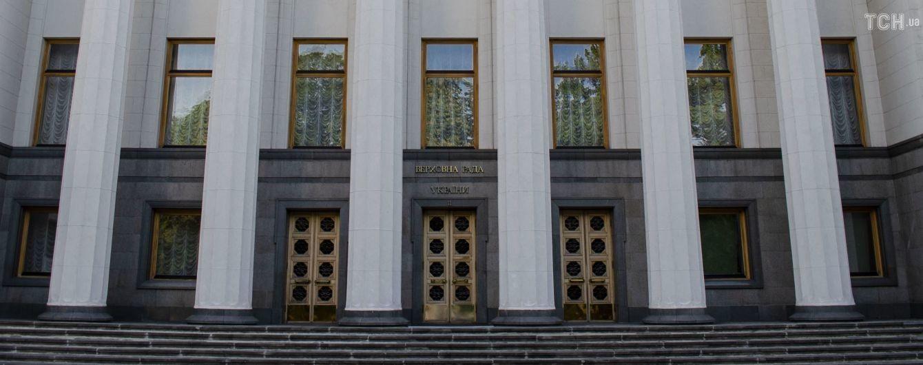 Депутати подали понад 16 тисяч правок до законопроєкту про неповернення банків ексвласникам: хто їхні автори