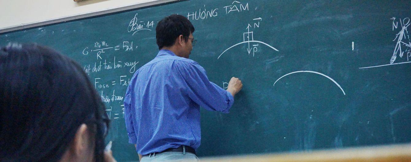 """""""Это позорное явление"""": в МОН решили бороться с частными уроками учителей"""