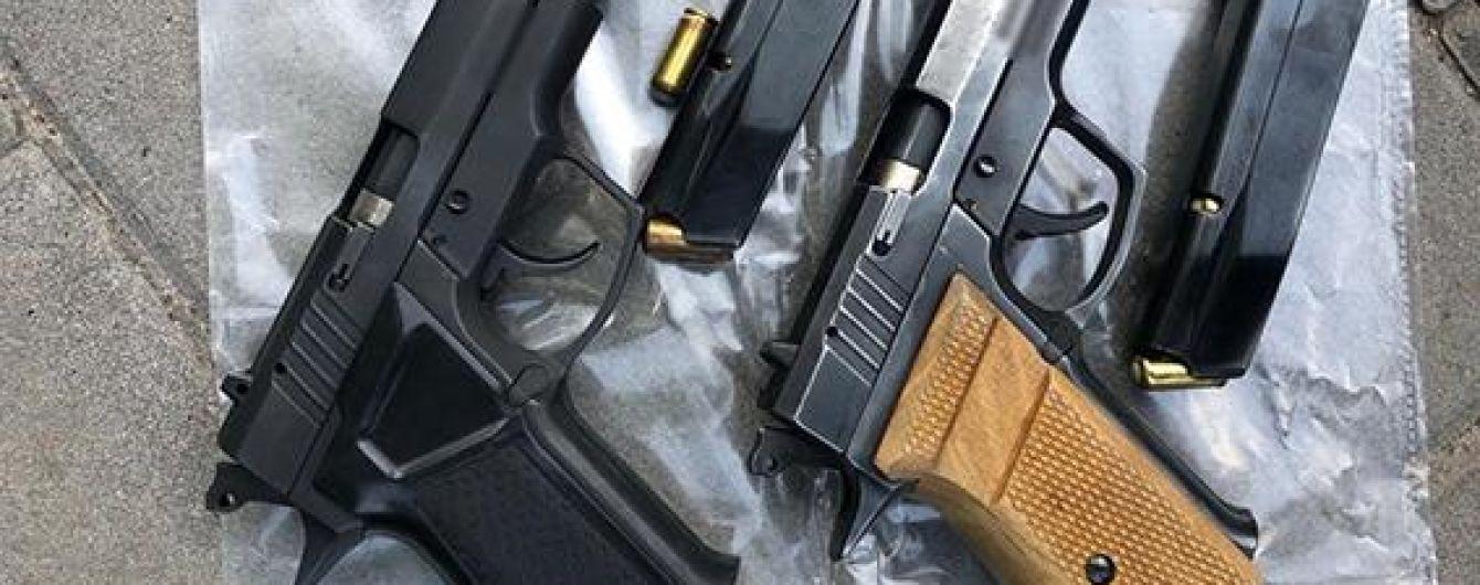 В Одессе полиция задержала иностранца с четырьмя пистолетами в пакете