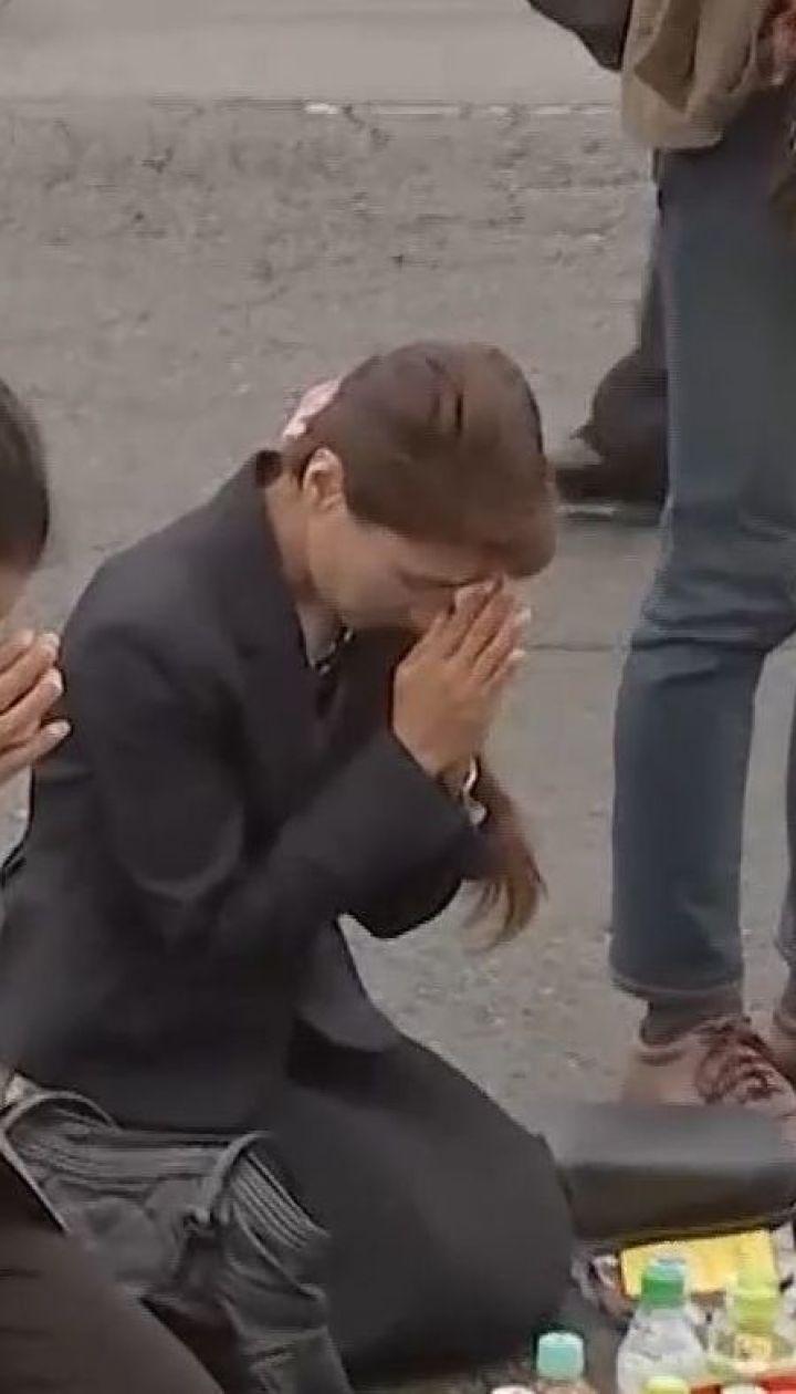 В Японії вшановують жертв різанини на автобусній зупинці