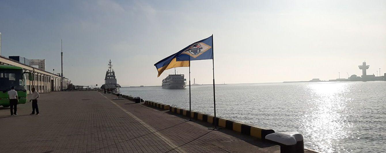 """В Одеському морському порту зустріли теплохід """"Принцеса Дніпра"""" з іноземними туристами"""