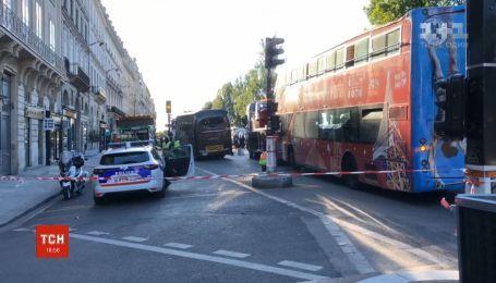 Во Франции водитель туристического автобуса на глазах у туристов раздавил водителя легковушки