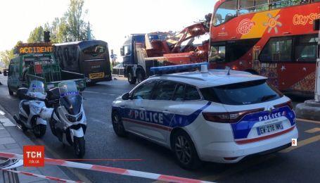 Водитель туристического автобуса совершил аварию и умышленно переехал владельца авто, в которое въехал