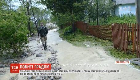 На Прикарпатье река вышла из берегов и смыла дорогу