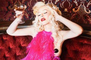 #VacuumChallenge со всасыванием пылесосом и обнаженная грудь Кристины Агилеры. Тренды Сети
