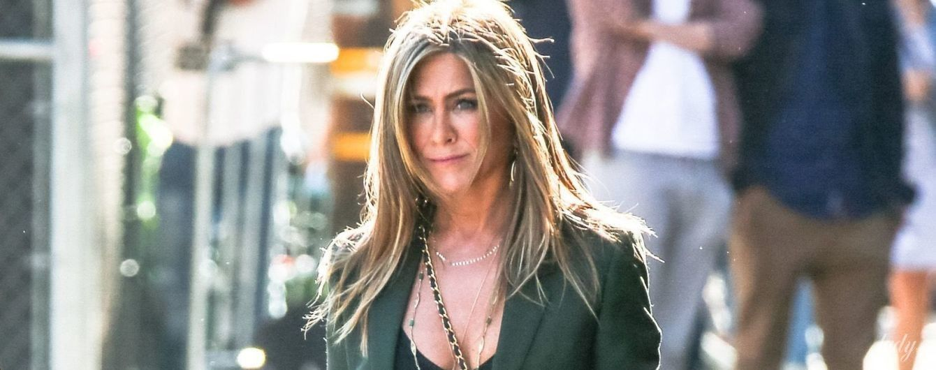 На шпильках і без ліфчика: повсякденний образ Дженніфер Еністон