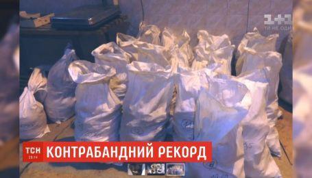 На польсько-українському кордоні затримали партію бурштину на 50 мільйонів гривень
