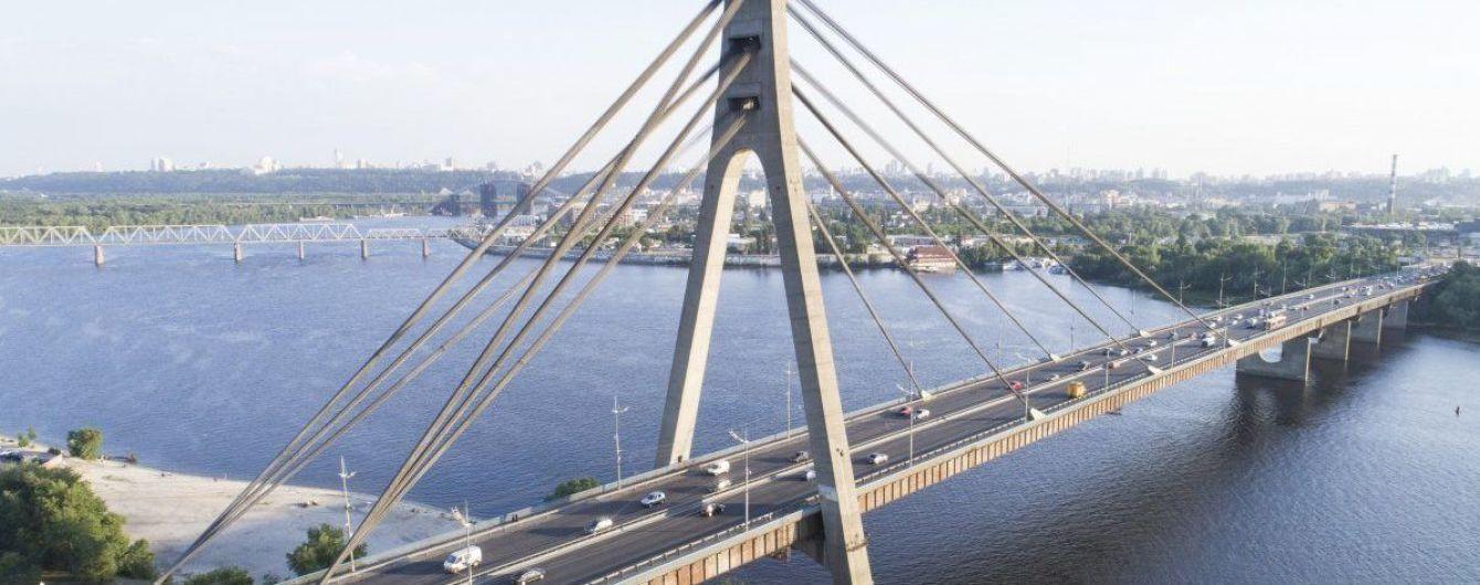 В Киеве частично ограничат движение транспорта по двум мостам