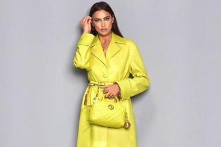 Желтый ей к лицу: Ирина Шейк позировала в очень эффектном образе
