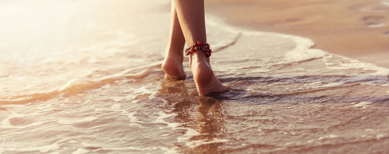 Пляжный самомассаж: зачем ходить по гальке