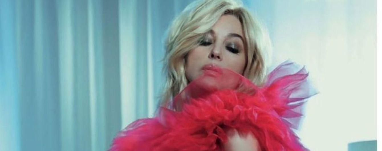 Сексуальна і в образі блондинки: Моніка Беллуччі в новому глянсовому фотосеті