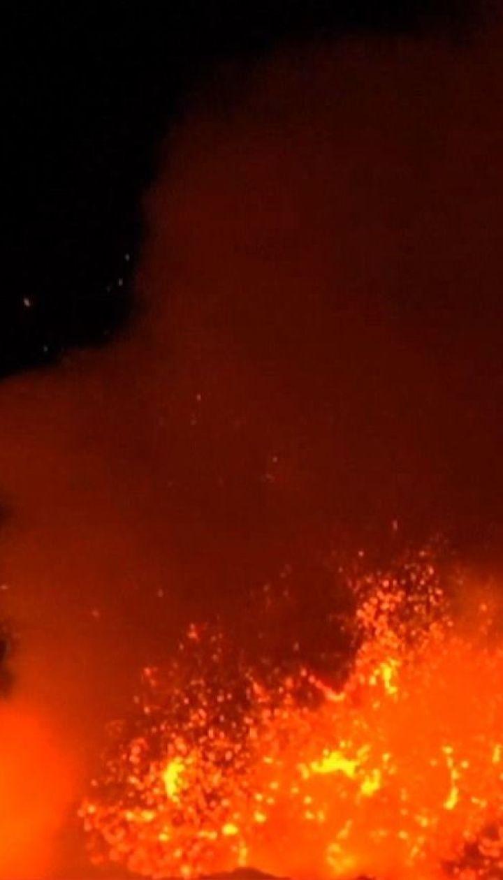 С самого высокого в Европе вулкана активно вытекает лава