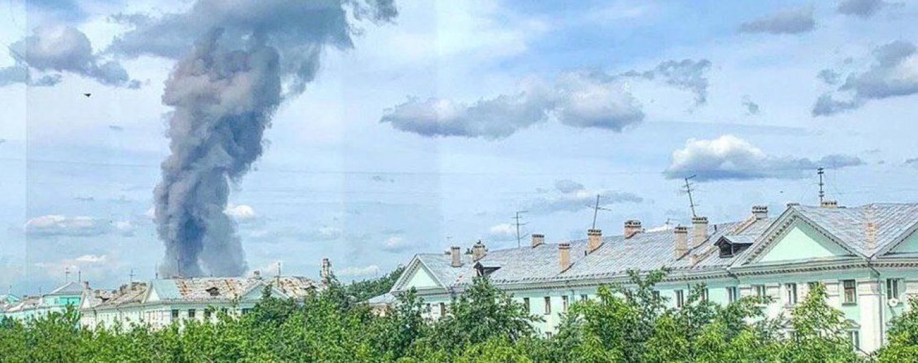 В России сообщили о десятках пострадавших при взрывах на заводе. В Сети появилось видео