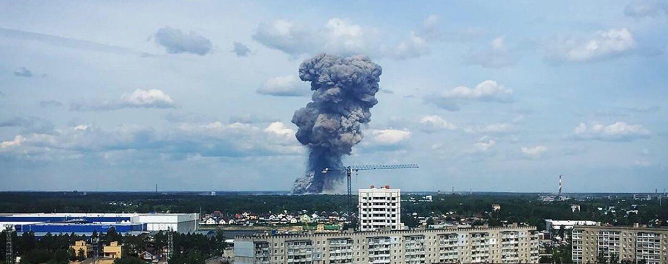 На оборонном заводе в РФ произошла серия взрывов. Пострадали более 75 человек, введен режим ЧС