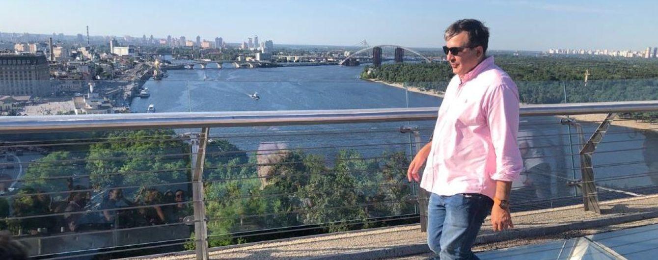 """""""Ну реально круто"""". Саакашвили прогулялся с Кличко по новому пешеходному мосту в Киеве"""