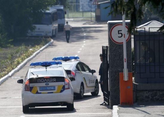 На Київщині хулігани викликали копів і викрали їхній патрульний автомобіль