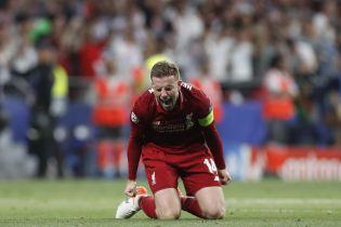 """Капітан """"Ліверпуля"""" розплакався на плечі хворого на рак батька після перемоги в Лізі чемпіонів"""