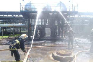Десятки спасателей предотвратили масштабный пожар в отделении по переработке нефти на Харьковщине