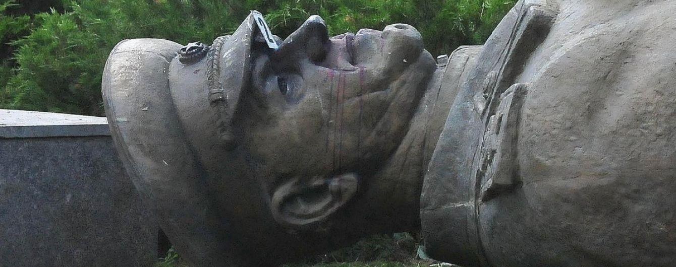 Кернес пообещал в ближайшее время восстановить снесенный памятник Жукова