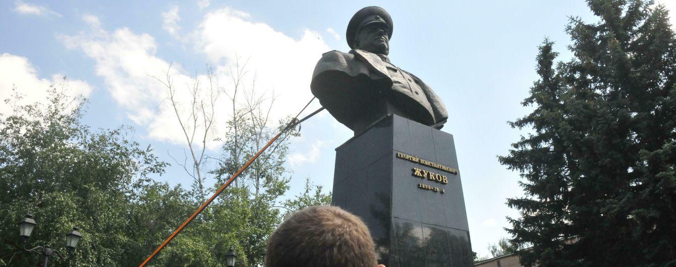 В России прониклись снесенным памятником Жукова в Харькове