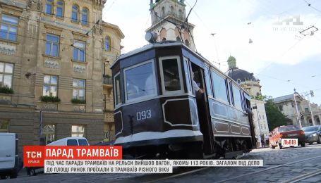 Парад трамваїв: у Львові на колію вивели вагони віком понад сотню років