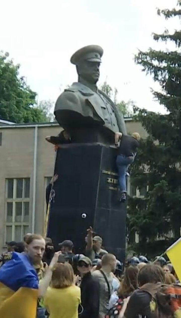 Коридор позора и свергнутый Жуков: в Харькове состоялся съезд партии Кернеса и Труханова