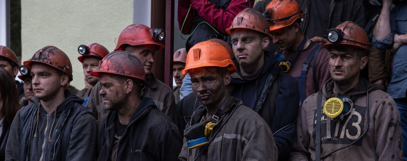 Горняки Донецкой области из-за невыплаты зарплат второй день подряд протестуют под землей