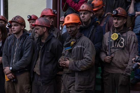 Гірняки на Донеччині через невиплату зарплат другий день поспіль протестують під землею