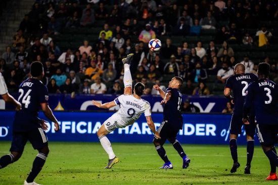 Ібрагімович відзначився космічним голом через себе в матчі MLS