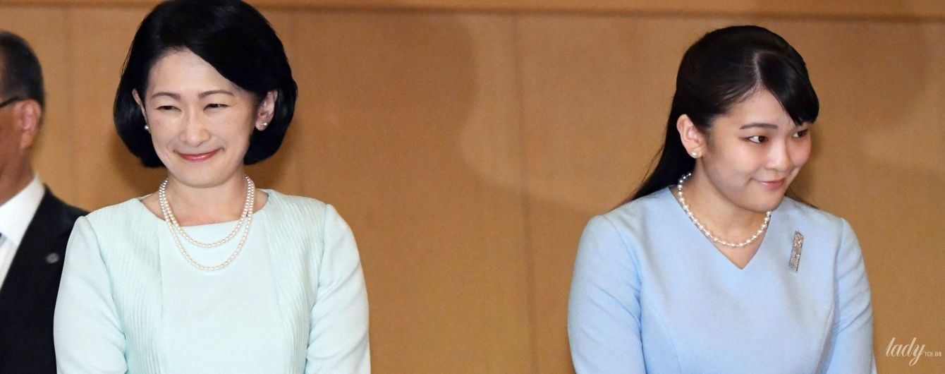 В элегантных нарядах и жемчуге: принцесса Кико с дочкой Мако в театре