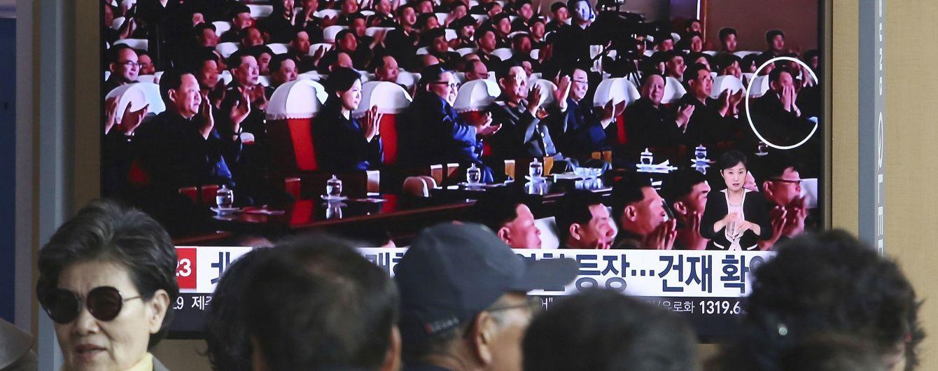 """Сидел возле Ким Чен Ына и хлопал: северокорейские СМИ опубликовали фото """"казненного"""" дипломата"""