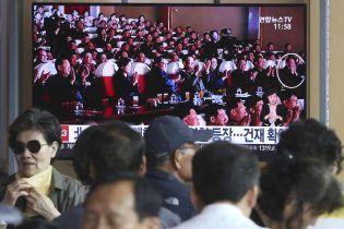 """Сидів біля Кім Чен Ина та аплодував: північнокорейські ЗМІ опублікували фото """"страченого"""" дипломата"""