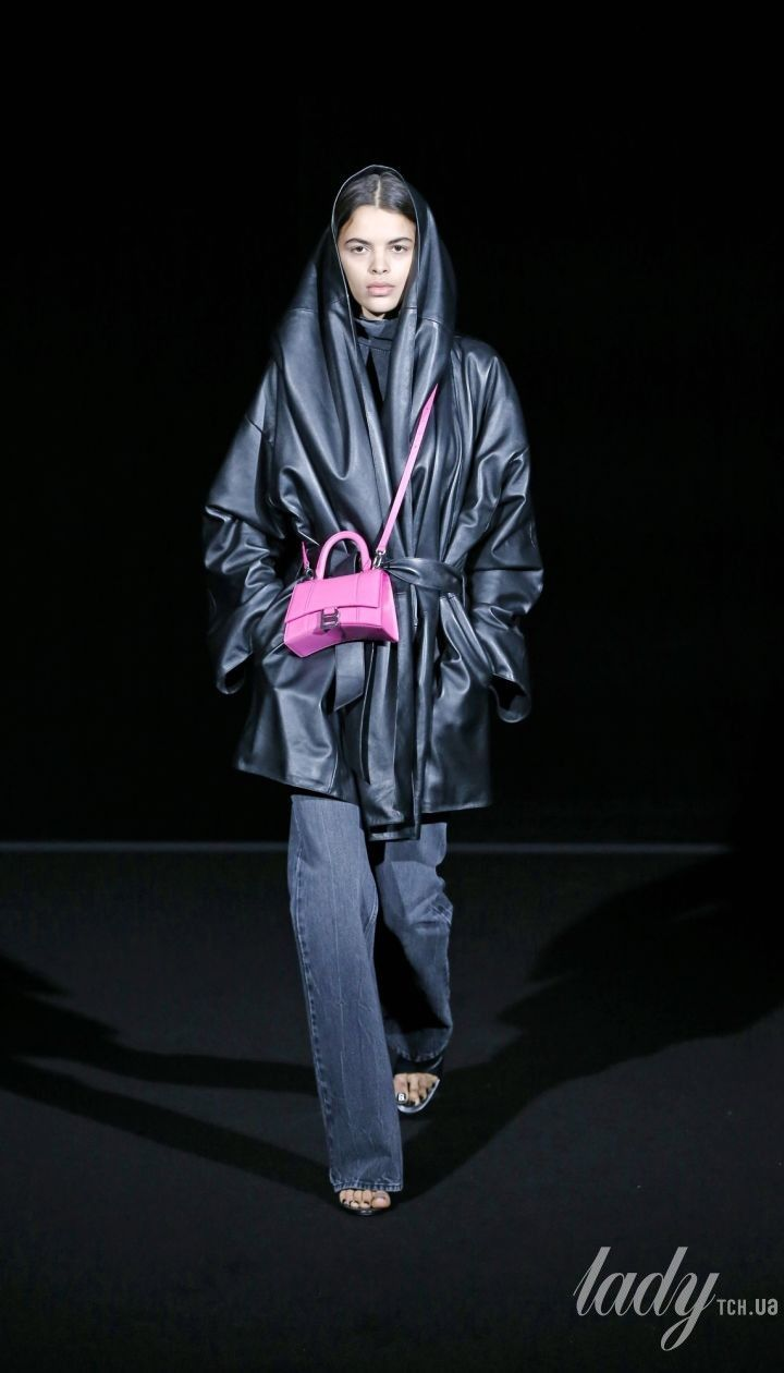 Коллекция Balenciaga прет-а-порте сезона осень-зима 2019-2020 @ East News